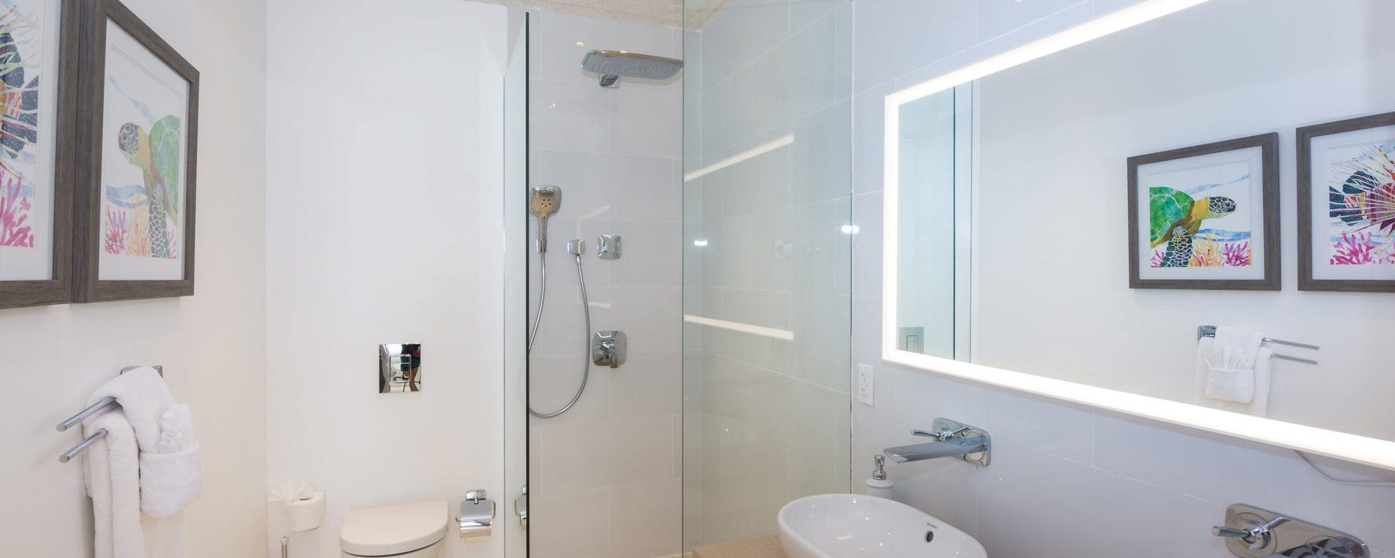 82-guestroom-C-bath