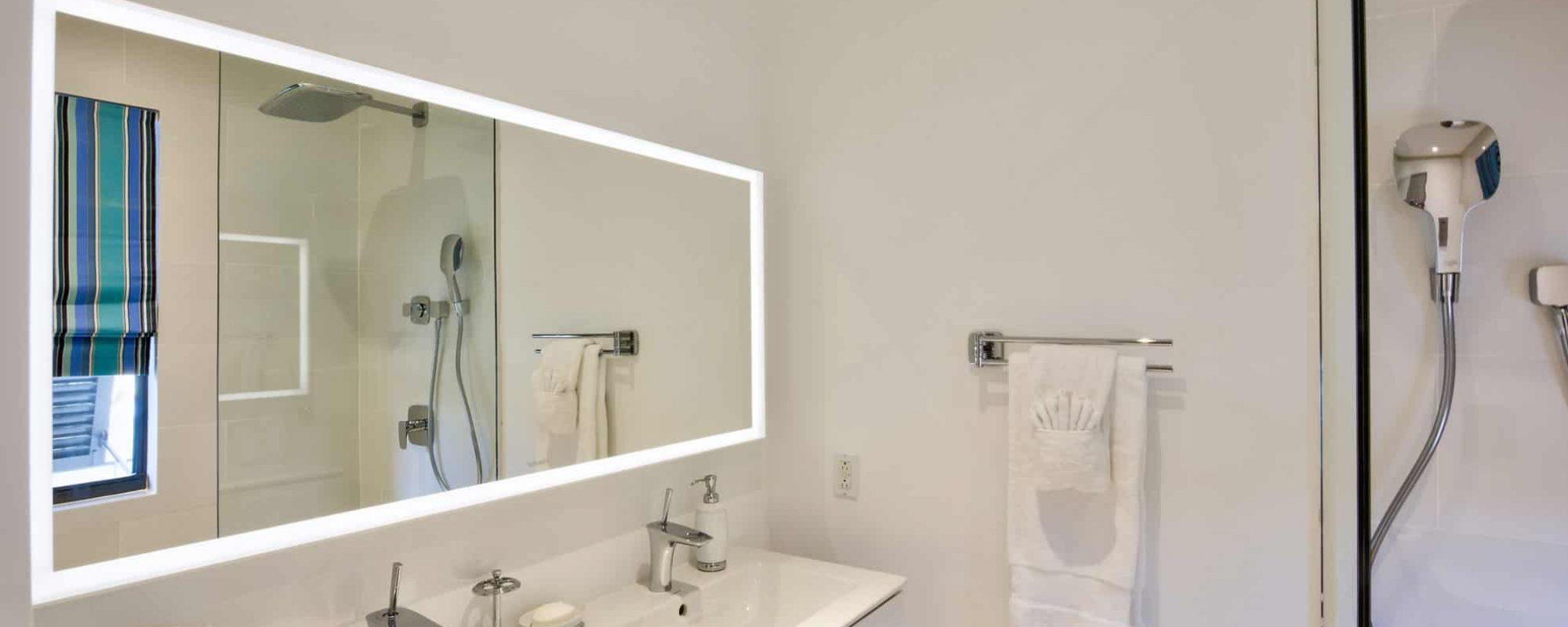37-guestroom-bathroom-A