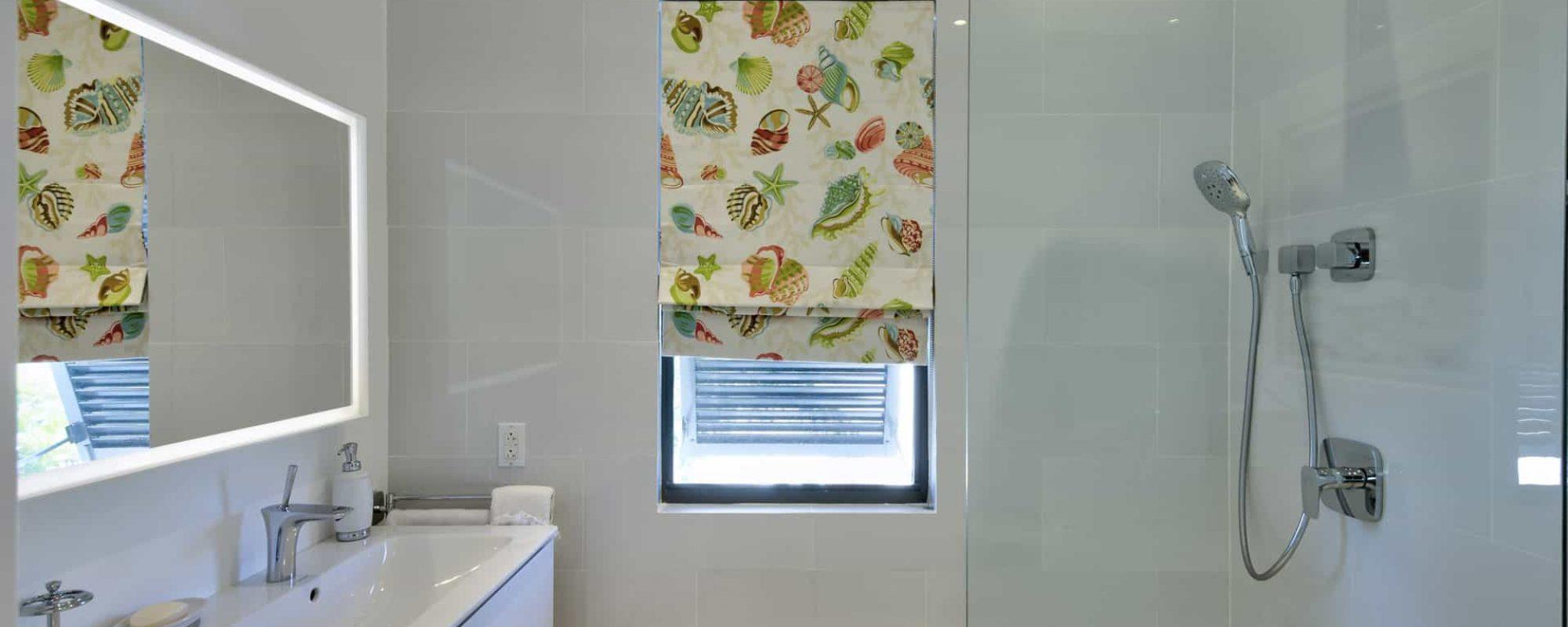 70-twin-beds-bathroom